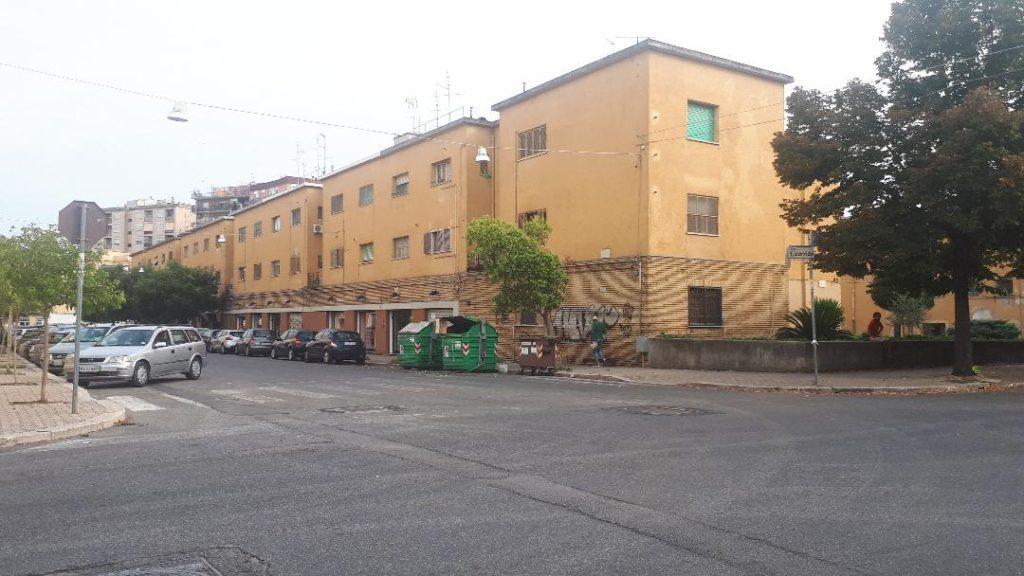 Anche nello storico Quartiere Nicolosi, il racket degli stupefacenti dei Di Silvio imponeva le sue direttive ai pusher del luogo