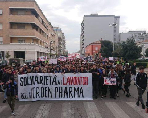 corden pharma giovani protestano