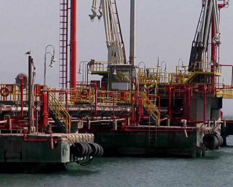 pontile petroli Eni