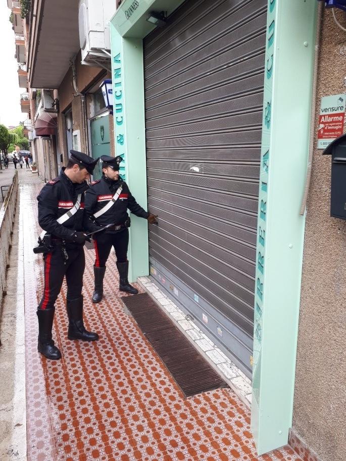 Carabinieri serranda rotta
