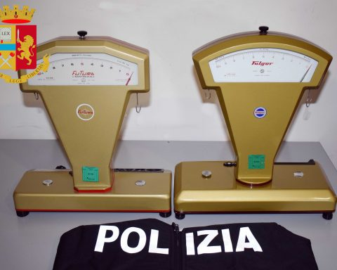 Le bilance sequestrate nell'ambito dei controlli della Polizia Amministrativa del Commissariato di Cisterna
