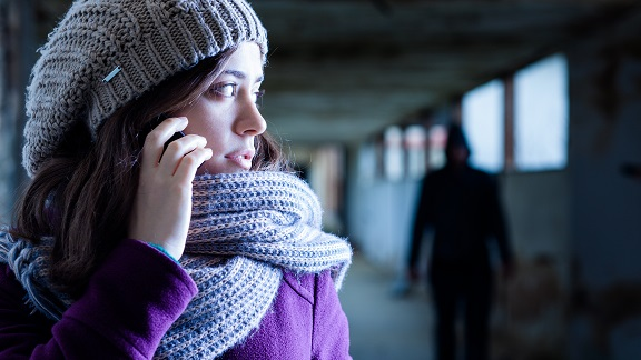 donna vittima di stalking