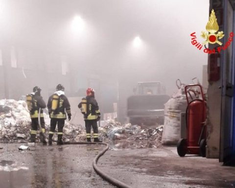 Cisterna incendio rifiuti 2