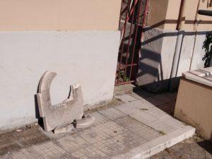 fontanella rotta ai Giardini del Comune di Latina