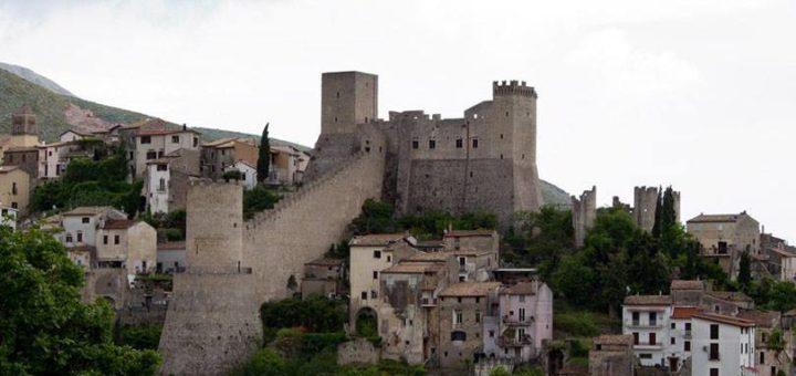 Panoramica di Itri, al centro del caso sulle condutture idriche abusive
