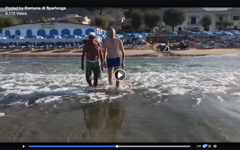 Cusani si tuffa nelle acque di Sperlonga