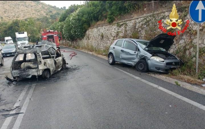 Le due auto incidentate ieri sulla Flacca, nel comune di Gaeta. L'arteria è stata chiusa durante l'intervento dei Vigili e del personale sanitario