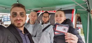 Alcuni militanti di Forza Nuova. A destra, Francesco Mastrobattista
