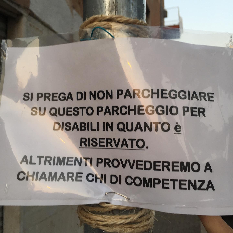 Il cartello in Via Pastrengo