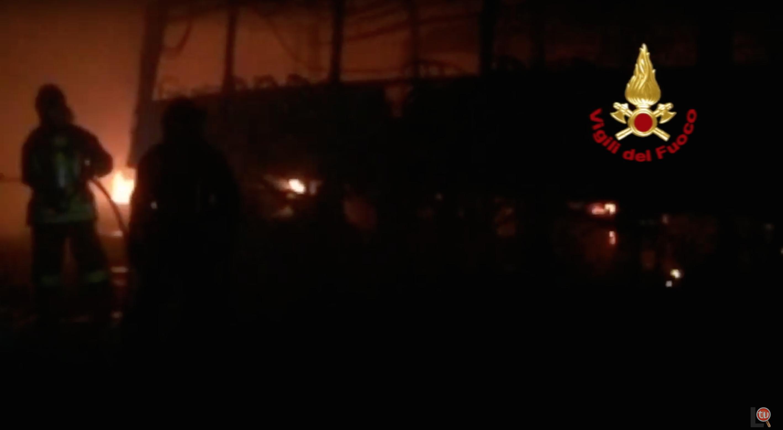 Incendio al Deposito della ditta dei trasporti