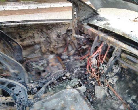L'auto esplosa il 20 ottobre scorso appartenuta ad Annalisa Comandini del Comitato dei residenti di Bella Farnia