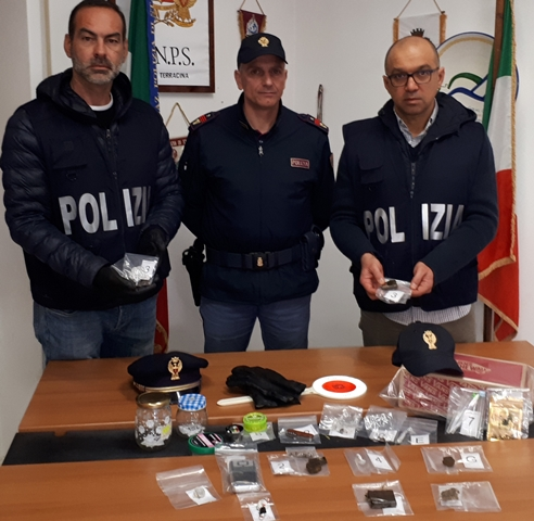 Il materiale sequestrato a Terracina