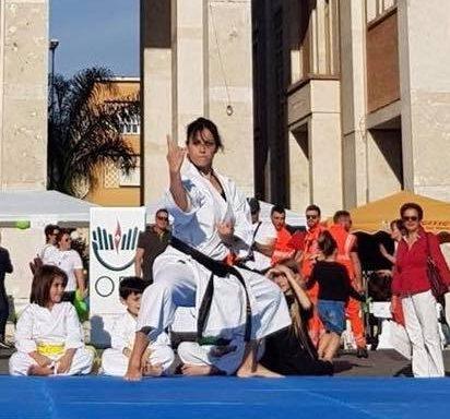 Linda Grassucci - Latina piazza del Popolo esibizione estate 2018 kata Anan dai