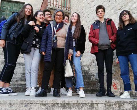 Franca Maragoni (WWF) e gli studenti presenti che hanno partecipato al consiglio comunale di Terracina
