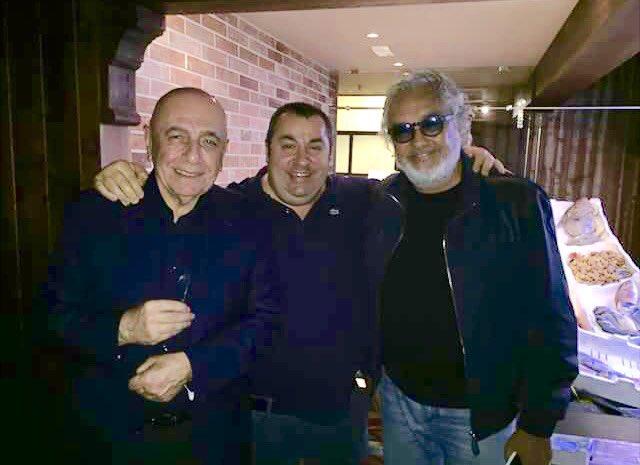 Johnny Micalusi tra Adriano Galliani e Flavio Briatore