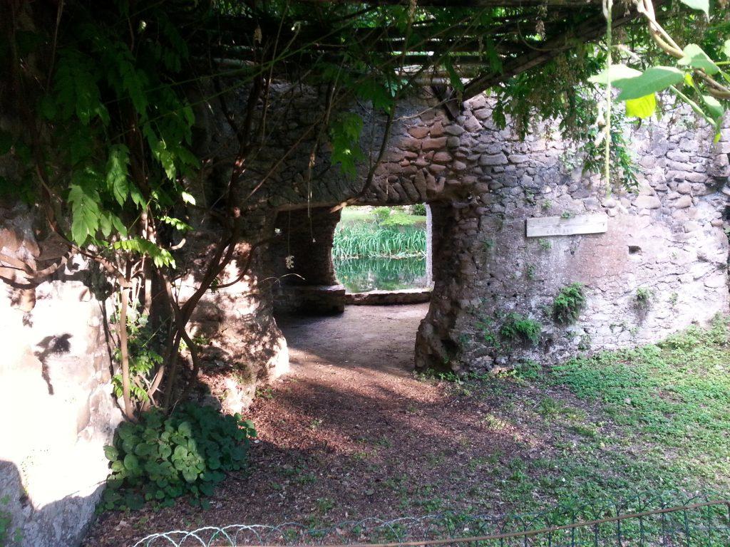 antica dogana presso i giardini di ninfa