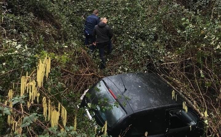 L'auto finita nel burrone in località Prati, a Roccagorga