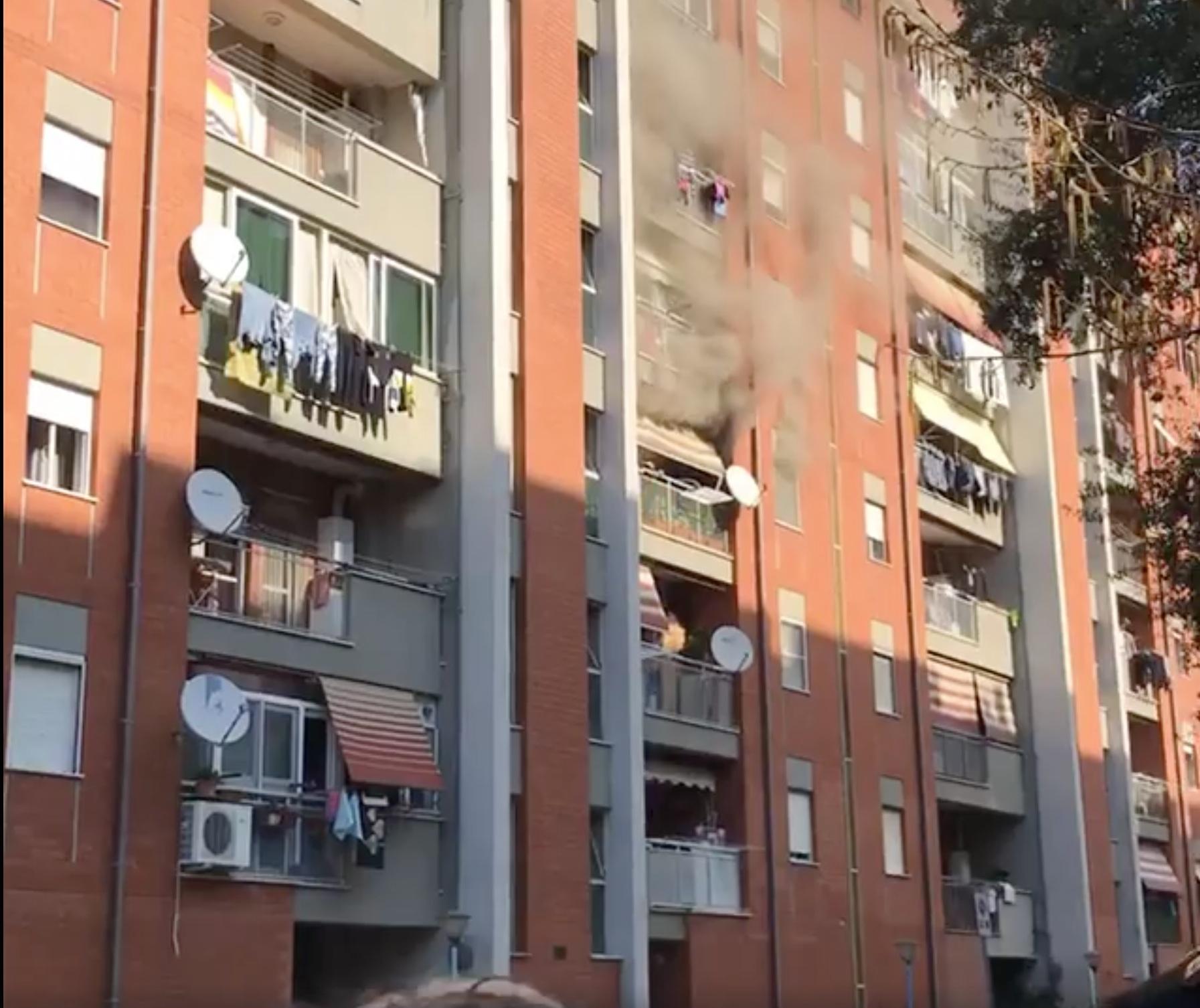 La palazzina a fuoco in Via Nenni, Cisterna