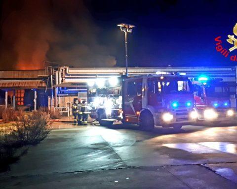Incendio all'ex caseificio Olivieri