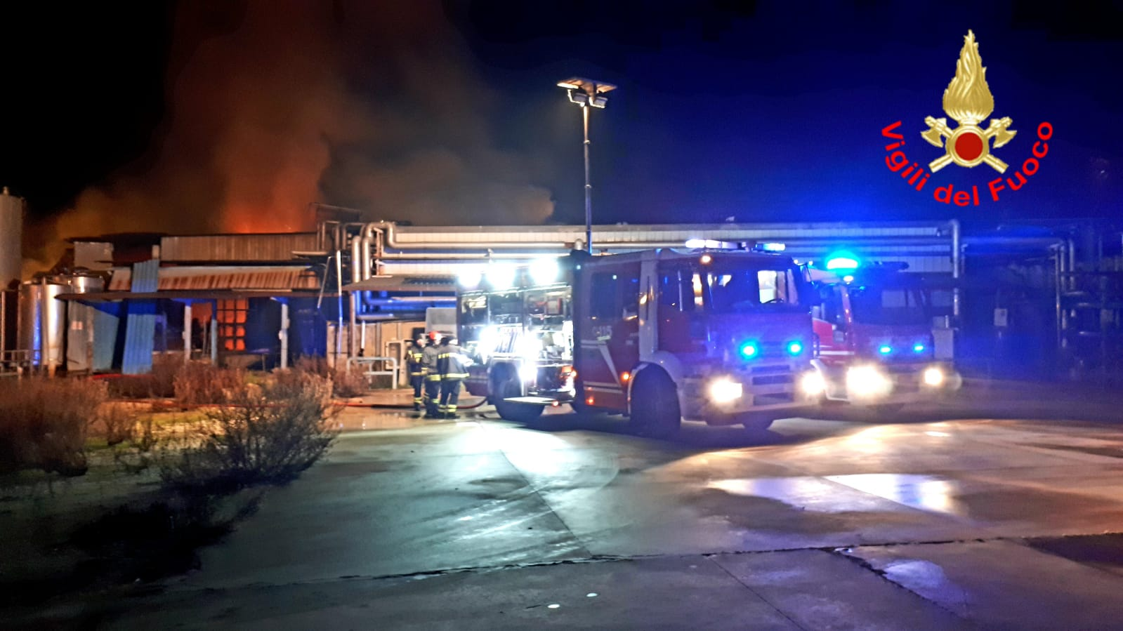 Incendio all'ex caseificio Olivieri