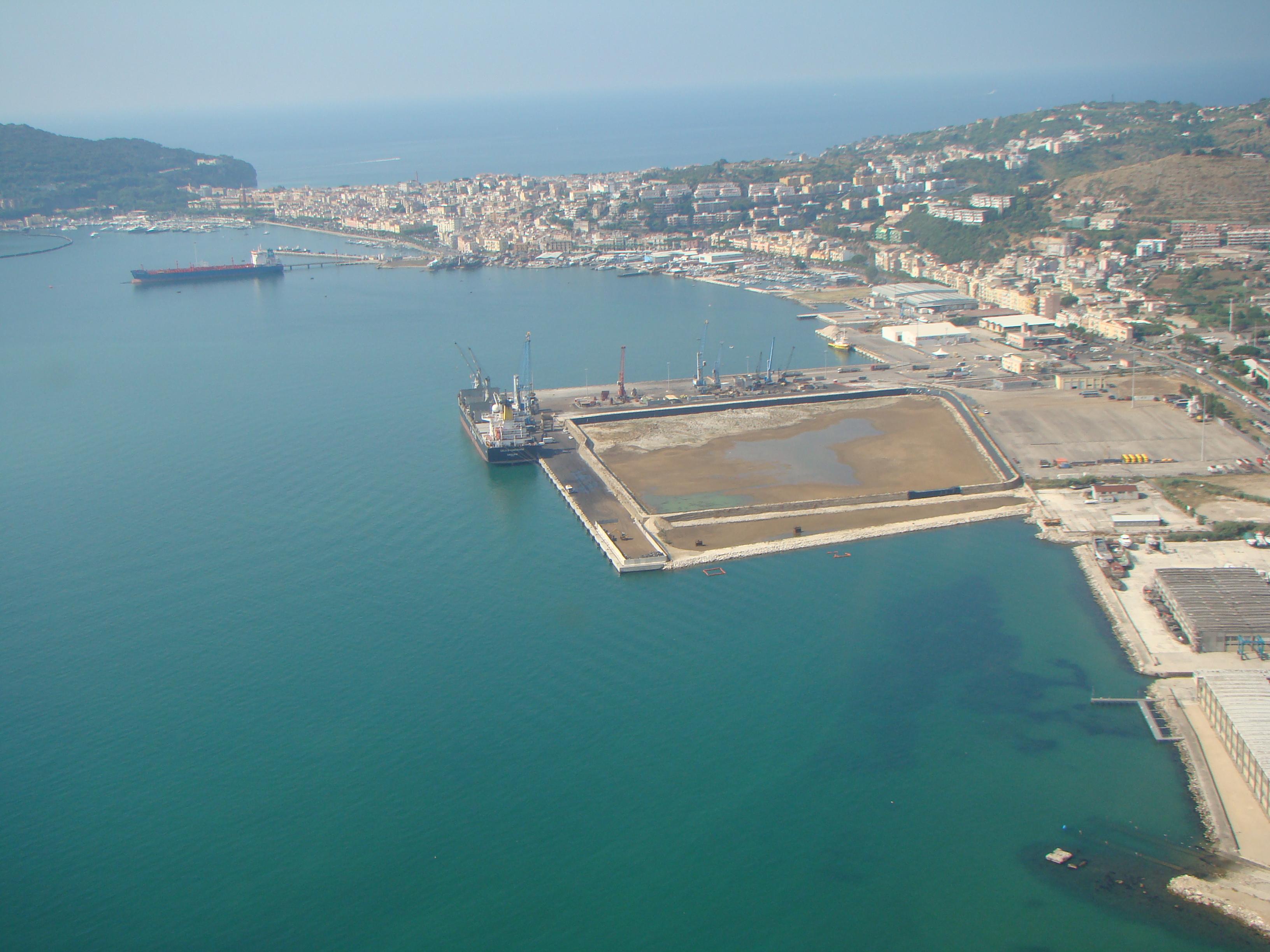Porto di Gaeta (foto da www.logisticanews.it)