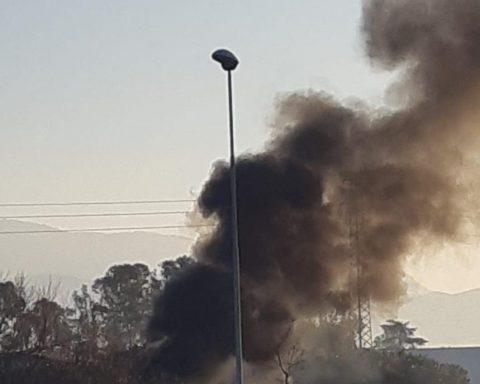 veicolo in fiamme sulla Pontina2