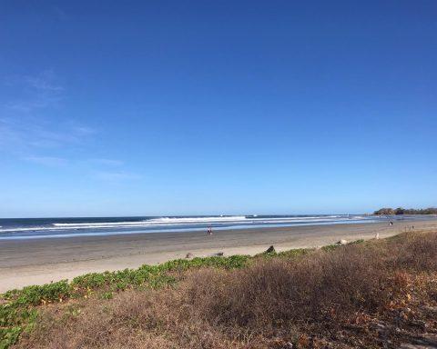Costarica, una spiagga deserte dopo le misure adottatte in ragione del Covid-19