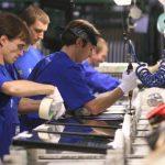 lavoro-operai-in-fabbrica-