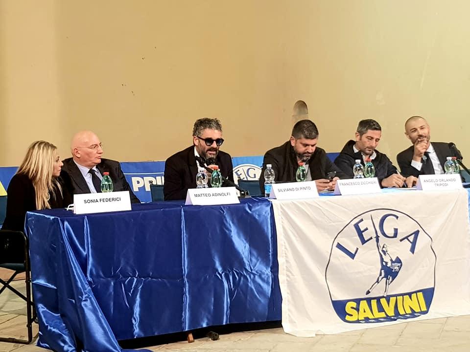 Silviano Di Pinto al centro con gli occhiali durante un incontro pubblico della Lega di Latina