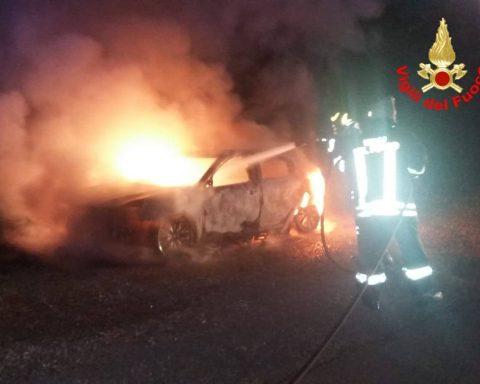Auto incendiata a Borgo Montello