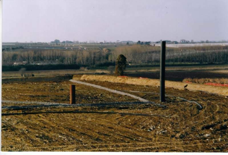 In foto, un pozzo di drenaggio del percolato all'interno di un invaso gestito da Ecoambiente