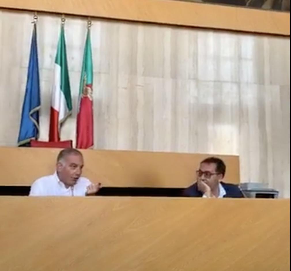 Il Presidente della Provincia Carlo Medici e il sindaco di Aprilia Antonio Terra durante la conferenza stampa