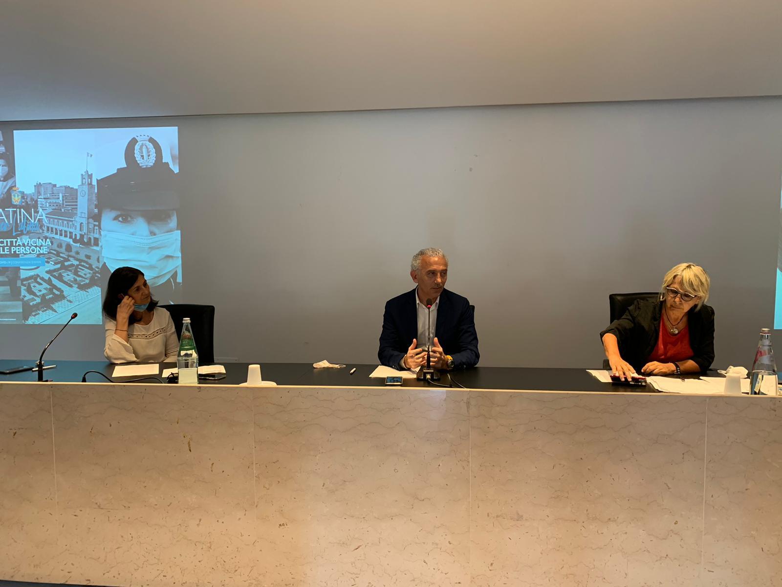 La conferenza stampa tenuta in Sala De Pasquale dalla Giunta Coletta