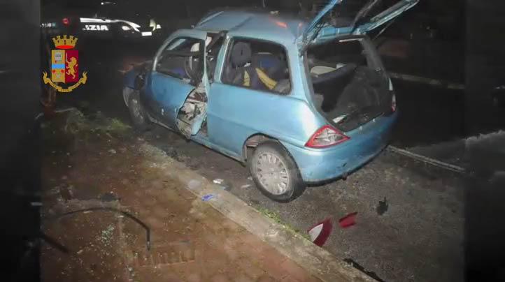 L'auto di Costanzo esplosa