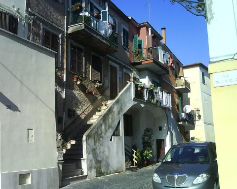 Piazza Battisti, Cisterna