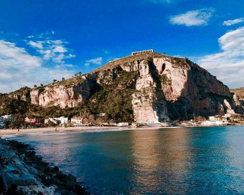 Terracina, Tempio di Giove Anxur sullo sfondo