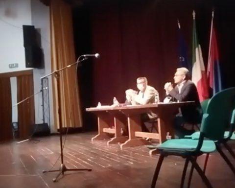 Un momento dell consiglio comunale di Sezze in cui si decideva sulla Statua al Belvedere (immagine dalla diretta Facebook de La notizia condivisa)