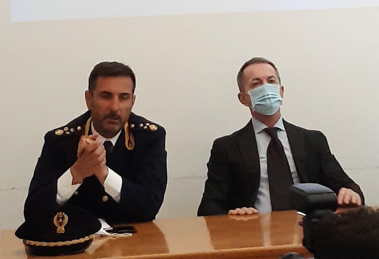 Il dirigente della Digos di Latina Walter Dian e il Questore Michele Maria Spina