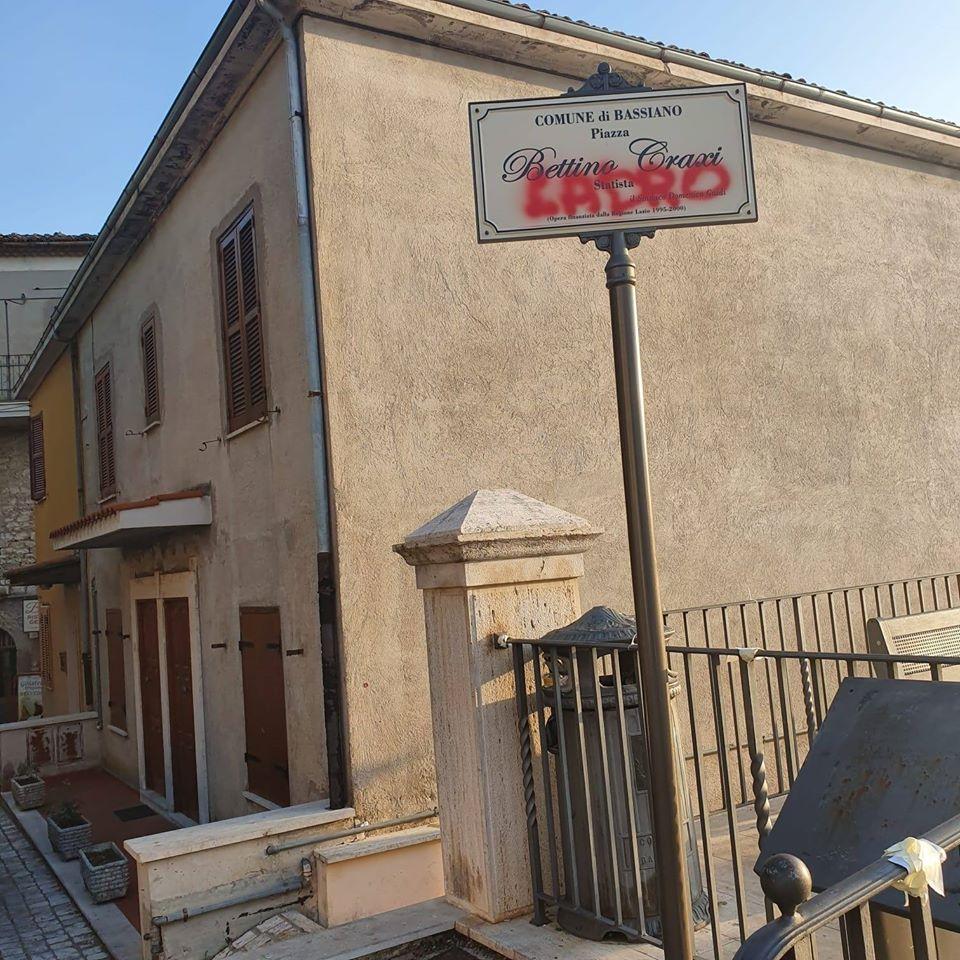 Targa a Bettino Craxi, Bassiano