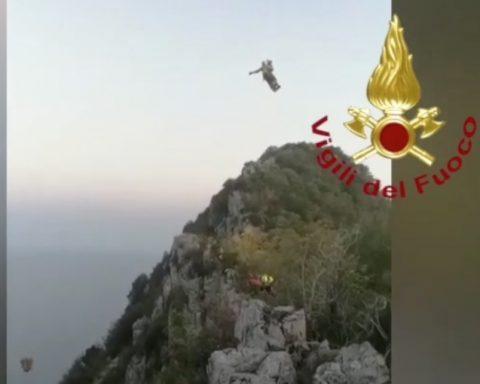 Uno dei ragazzi soccorso dai Vigili al Promontorio del Circeo