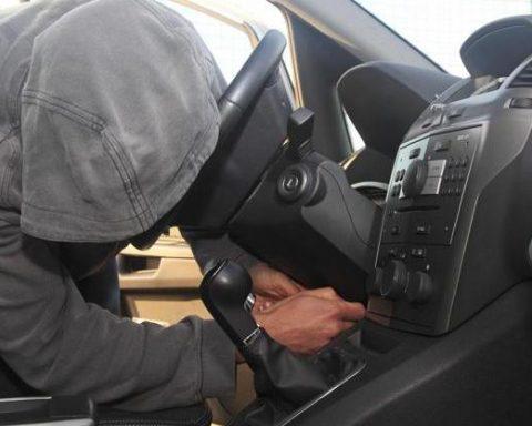 ladro d'auto