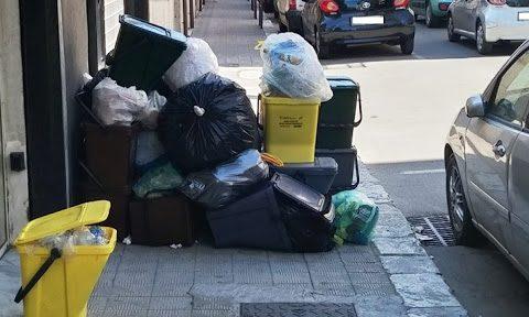 Emergenza-rifiuti-a-rischio-la-raccolta