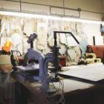 Laboratorio artigianale di pelletteria (foto d'archivio)