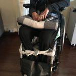 In foto Francesca (nome di fantasia) costretta a farsi legare le gambe per evitare che gli spasmi dovuti alla sclerosi multipla la facciano cadere a terra