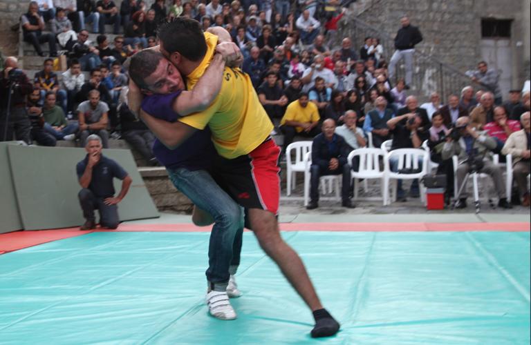 S'Istrumpa, uno degli sport di contatto vietati dal Governo