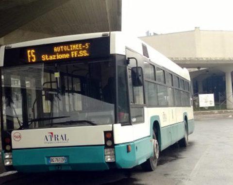 Un autobus a Latina al tempo della gestione di Atral