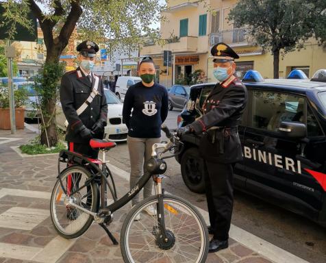 La bici restituita dai militari a San Felice