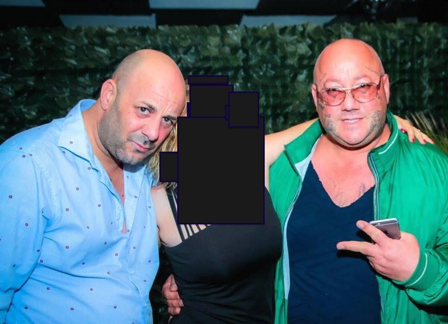 Nella foto a destra Maurizio Zuppardo e il fratello Marco Zuppardo. La persona al centro è stata oscurata per motivi di privacy