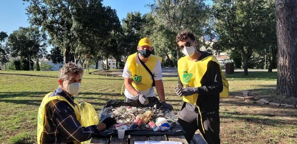 Gli attivisti di Legambiente Terracina