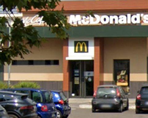 Il Mcdonalds di Via Romagnoli dove è avvenuta la tentata estorsione